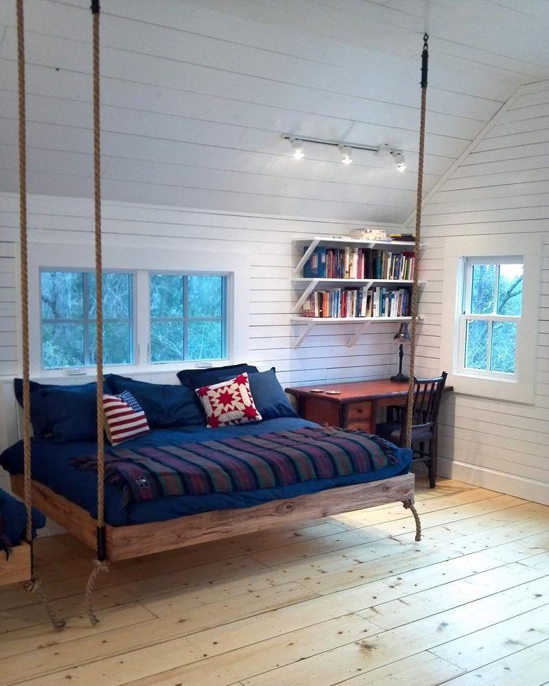 подвесная кровать в интерьере скандинавского стиля