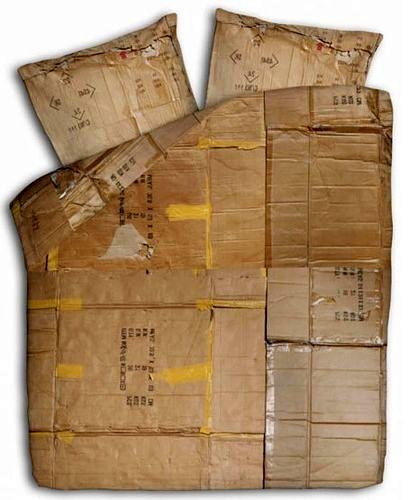 постельное белье с рисунком картонных коробок