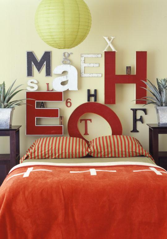 изголовье - буквы, декор спальни своими руками