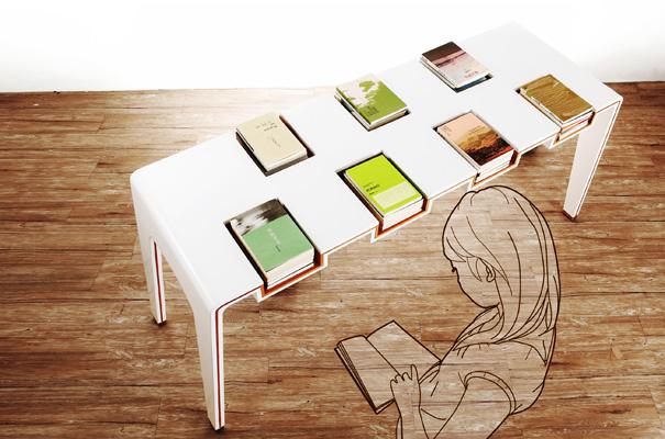 журнальный стол с книгами