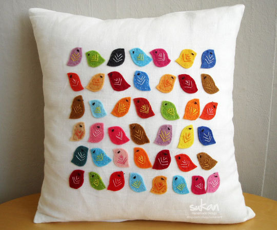 Яркие подушки из фетра