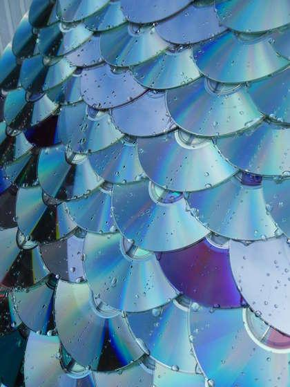 крыша, покрытая дисками как черепицей