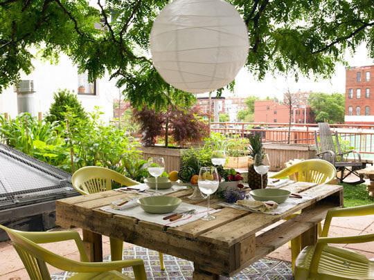 обеденный садовый стол из поддона