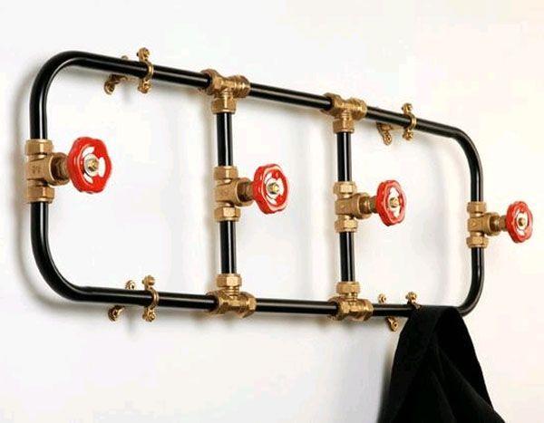 вешалка из водопроводных труб