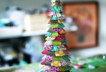 Декоративные елочки из бумаги и картона своими руками