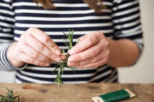 как сделать миниатюрные веночки из зелени