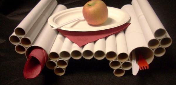 """Столик """"Завтрак в постель"""" из картонных рулонов"""