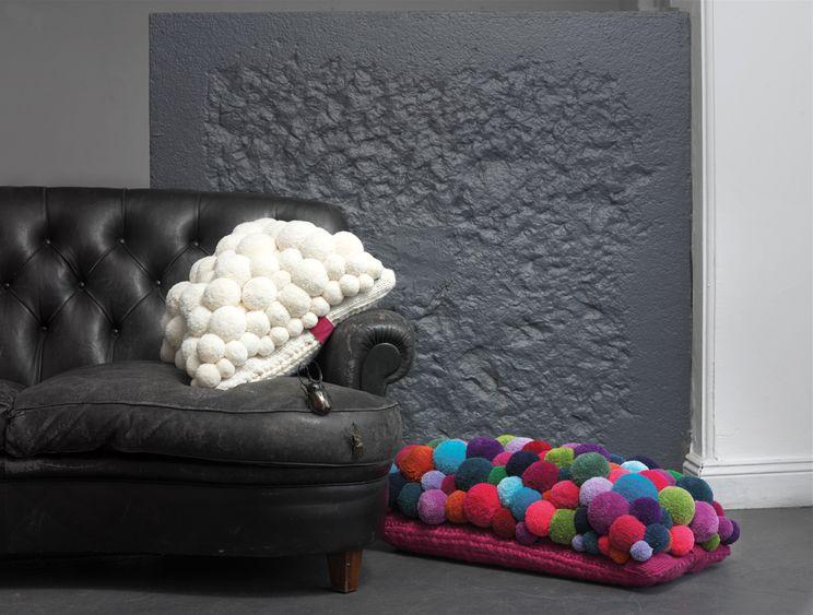 подушки из помпонов