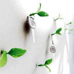 Зеленые побеги на стене: причудливые колпачки для гвоздей