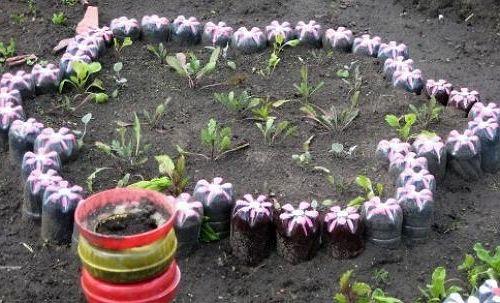 Как украсить огород своими руками из бутылок фото