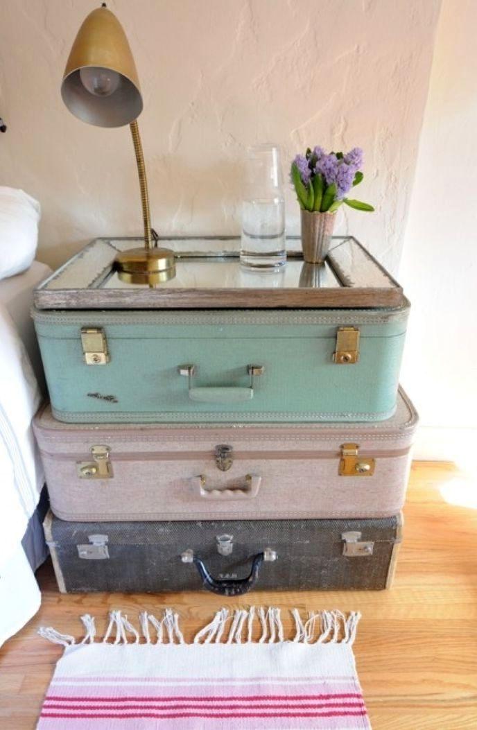 тумба из старых чемоданов