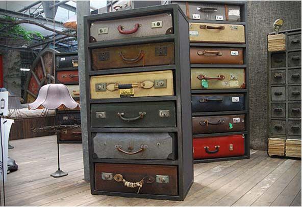 комод из чемоданов