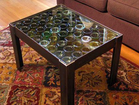 декор столешницы стеклянными бутылками