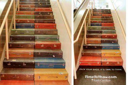 лестница из чемоданов