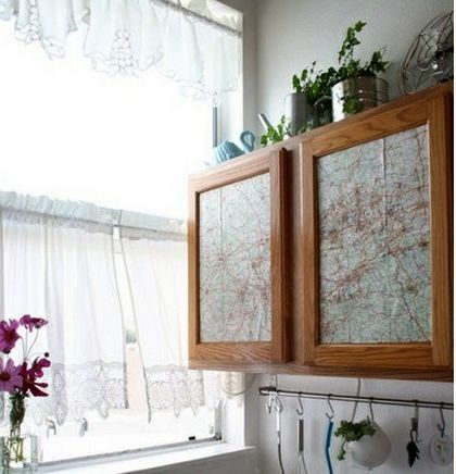 географические карты как декор мебели