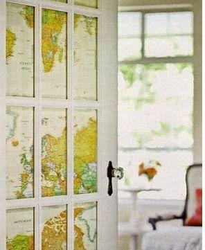 декор двери картой мира