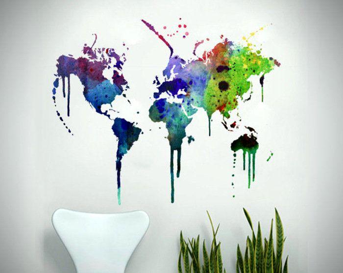 нарисованная карта мира на стене