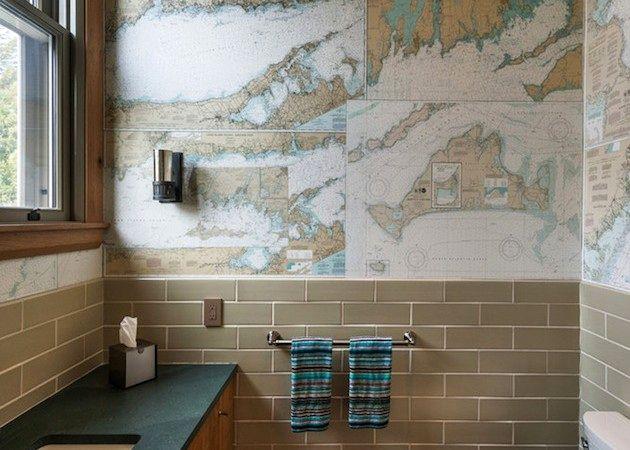 обои в ванной карты мира