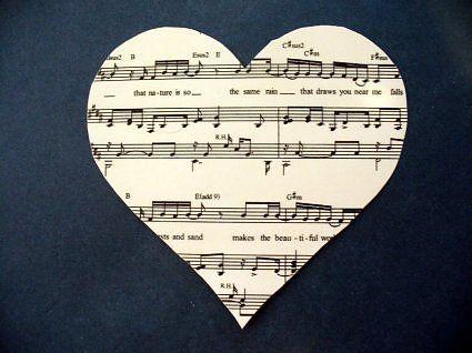 сердечки из нотных листов с 3D эффектом