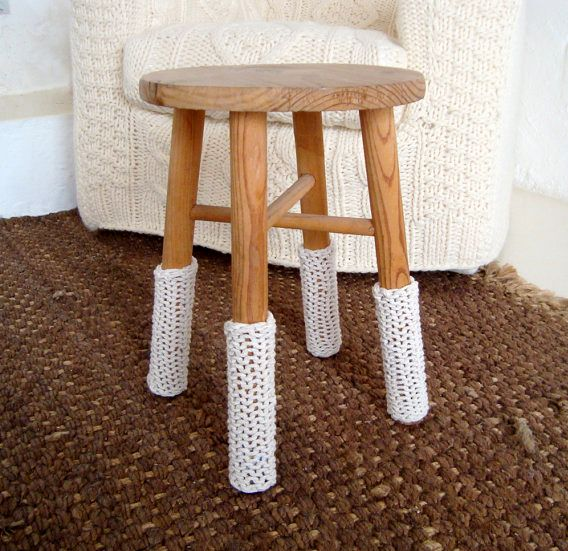 вязаные чехлы на ножки табуретки
