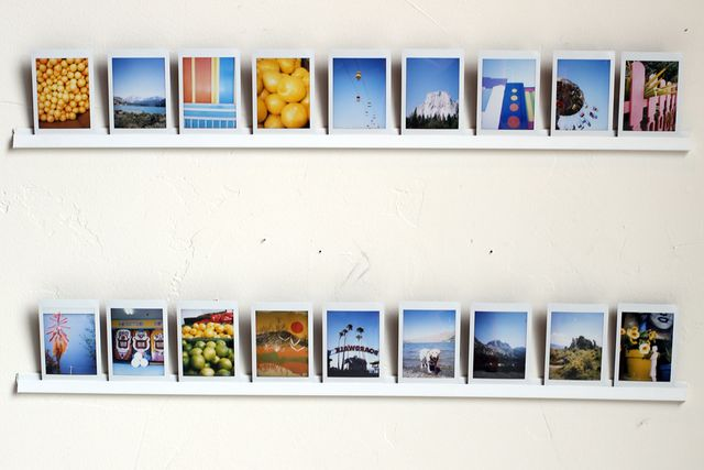 как повесить фотографии на стену без гвоздей