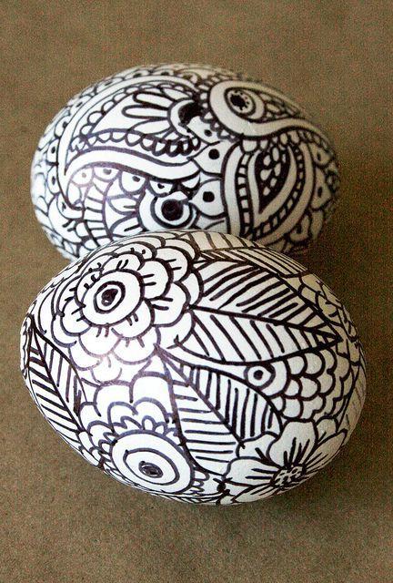 роспись пасхальных яиц маркером