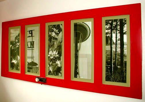 использование старой двери как обрамления для фотографий