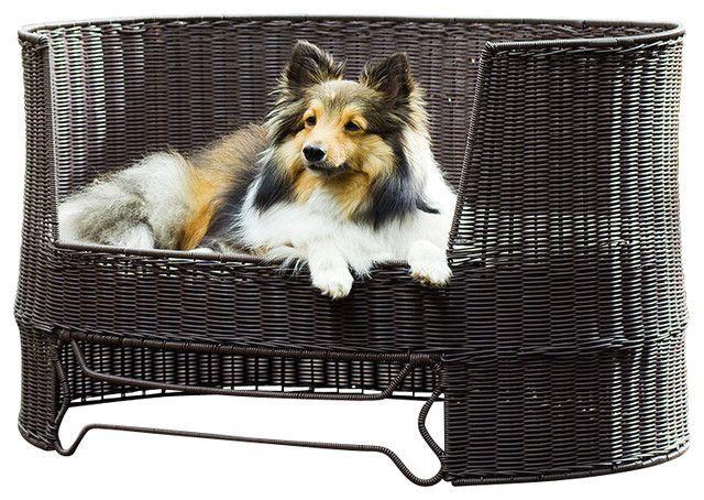 плетеная лежанка для собаки