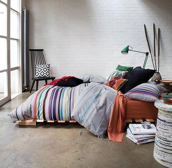 кровать своими руками из деревянных поддонов для интерьера в стиле эклектики