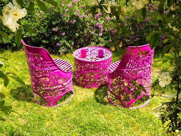 кресла и столик из жестяных бочек для сада и дачи