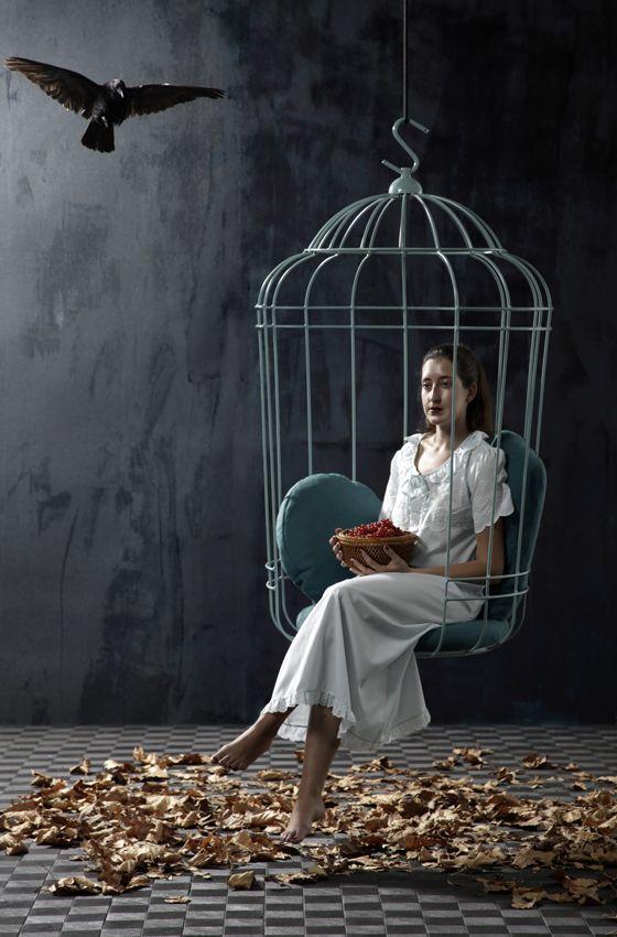 качающееся кресло в виде птичьей клетки
