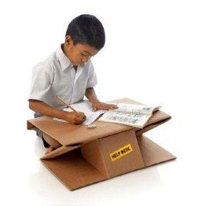 Картонная парта-портфель для школьников из бедных регионов