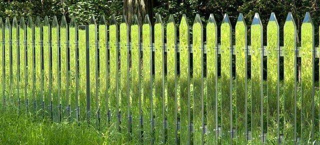 """""""Невидимый"""" зеркальный забор"""
