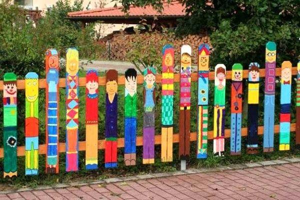 Как раскрасить забор своими руками 42