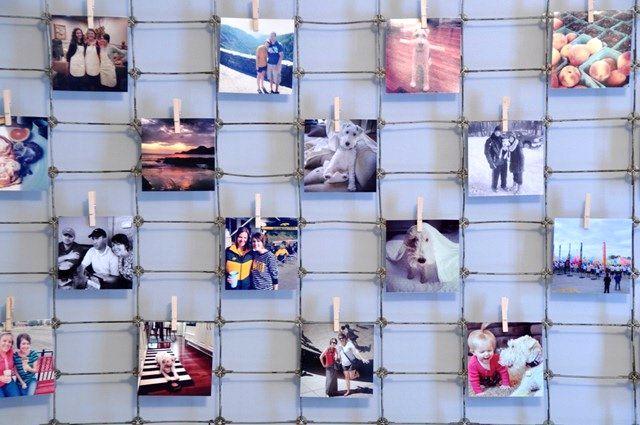 фотографии на стене на сетке