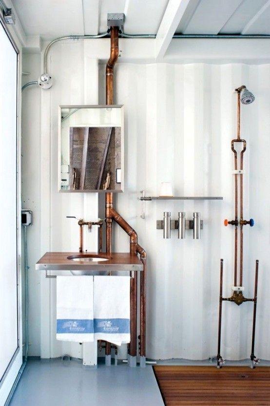 ванная в индустриальном стиле с медными трубами