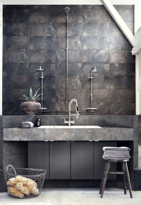 интерьер ванной комнаты в индустриальном стиле с железом и бетоном