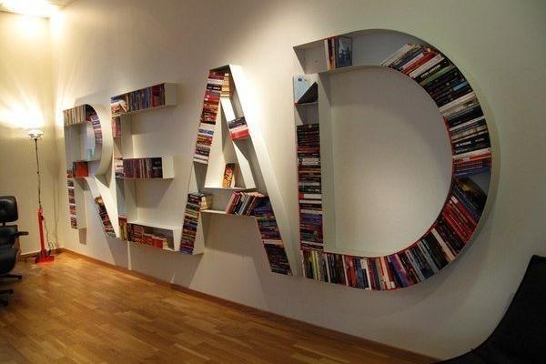 оригинальные книжные полки в форме букв