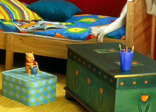 тумбочка - сундук в детской