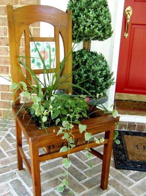 клумба из стула для сада