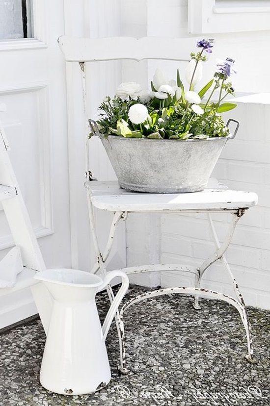 подставка для цветов из стула
