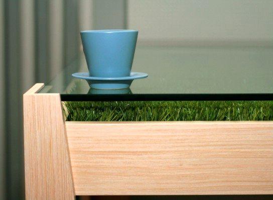 стол с газонной травой под стеклом 02