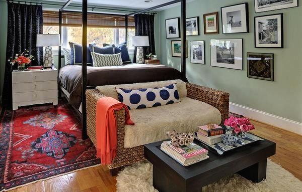 интерьер спальни в стиле эклектика с ковром