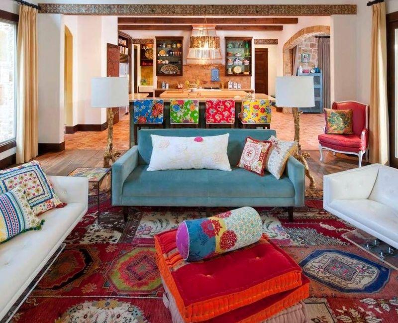 интерьер гостиной в стиле лоскутного шитья