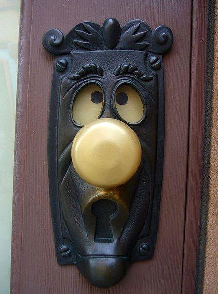 дверная ручка в виде сказочного персонажа