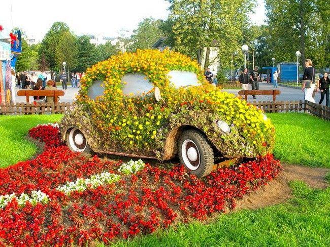 цветник на старой машине