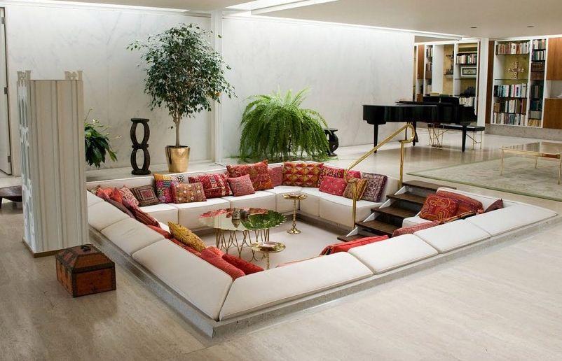 декоративные подушки пэчворк в интерьере гостиной