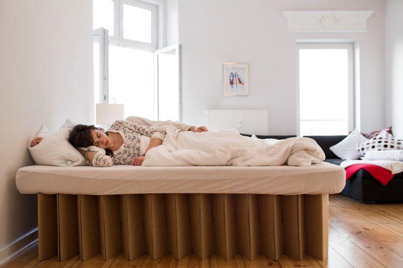 картонная кровать Room in the Box