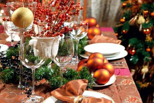идеи декора новогоднего стола в оранжевых тонах
