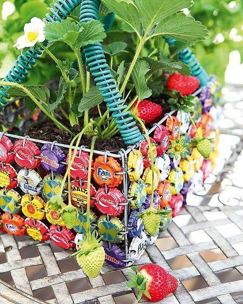 ящик для растений из крышечек